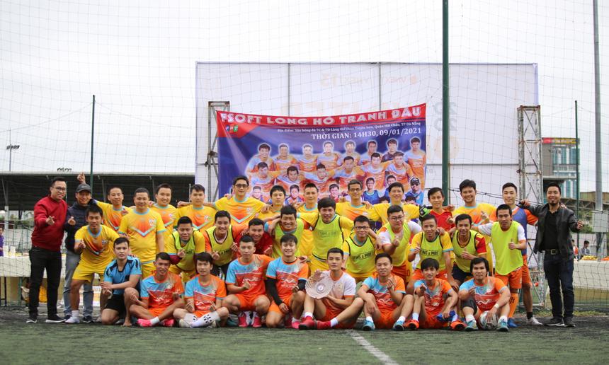 Ngày 9/1, giải bóng đá giao hữu các thế hệ tuyển thủ FPT Software Đà Nẵng đã diễn ra với nhiều cảm xúc. Các cầu thủ ra sân đều là những thành viên đã và đang khoác lên mình màu áo truyền thống trong suốt chặng đường 15 năm thành lập của Phần mềm Đà Nẵng.