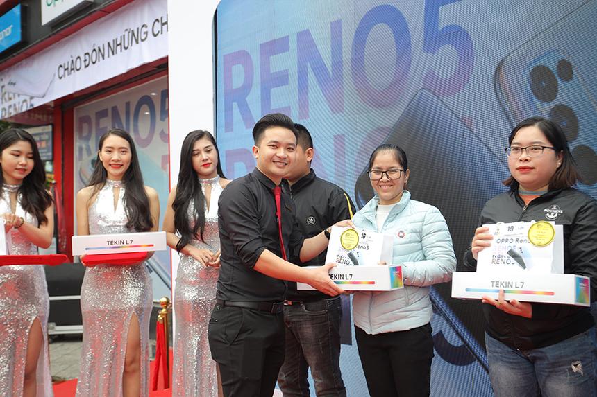 FPT Shop đã nhận được số đơn hàng cao gấp 4 lần so với phiên bản tiền nhiệm Reno4, đồng thời phá vỡ kỷ lục về doanh số của dòng sản phẩm Oppo Reno tại hệ thống.