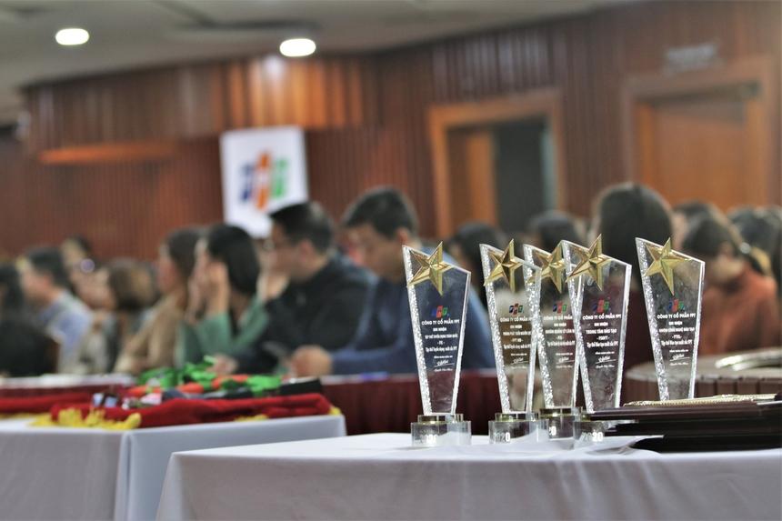 Tại Lễ tổng kết, Giám đốc Nhân sự FPT Chu Quang Huy đã vinh danh những tập thể, cán bộ nhân sự với những những giải thưởng đặc biệt như: Tập thể Tuyển dụng Xuất sắc FPT, Tập thể Quản lý Cán bộ Xuất sắc FPT, Tập thể Đào tạo Xuất sắc FPT, Cán bộ Đào tạo Tiêu biểu FPT, Cán bộ Quản lý Cán bộ Tiêu biểu FPT, Cán bộ Tuyển dụng Tiêu biểu FPTvà Top 3 Cán bộ Nhân sự Xuất sắc nhất.