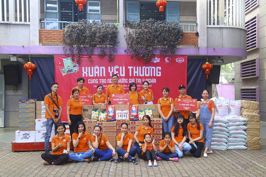 """Được sự giới thiệu của Thành Đoàn TP HCM, chương trình """"Xuân yêu thương"""" của Công đoàn FPT phối hợp cùng Synnex FPT đã tổ chức trao quà cho các em nhỏ tại Trung tâm bảo trợ trẻ tàn tật mồ côi Thị Nghè."""