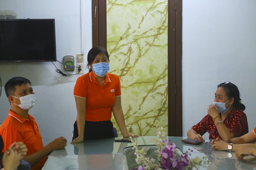 """""""Trong hơn 30 năm kể từ ngày thành lập, ngoài hoạt động kinh doanh, FPT luôn hướng đến các hoạt động xã hội. Khi đến thăm trung tâm, chúng tôi cảm nhận được mình vẫn còn may mắn hơn rất nhiều người"""", chị Nguyễn Thị Thanh Lê - Giám đốc Synnex FPT HCM - chia sẻ."""