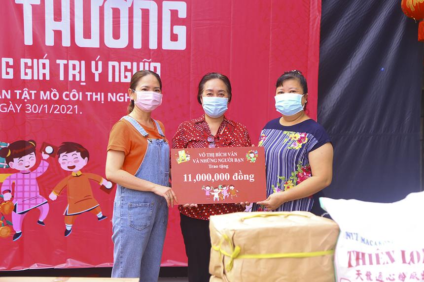 Gia đình chị Võ Thị Bích Ngân (Synnex FPT) hỗ trợ chương trình Xuân yêu thương 11 triệu đồng. Toàn bộ số tiền được sử dụng để mua quà tặng.