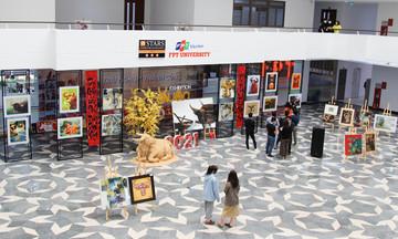 Sinh viên nhà F Đà Nẵng trổ tài vẽ tranh đón xuân Tân Sửu