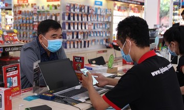 Doanh số laptop tại FPT Shop tăng 200% trong mùa dịch