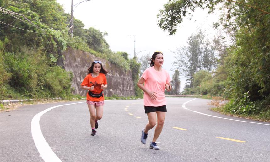 Tuy nhiên, các chân chạy không chuyên có thể chọn cự ly khoảng 5-10km và nâng dần thành tích.
