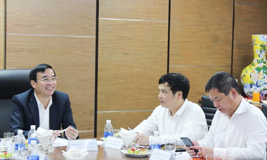 Sáng nay (ngày 4/3), đại diện Tập đoàn FPT đã có buổi tiếp đón đoàn công tác do Chủ tịch UBND TP Đà Nẵng Lê Trung Chinh dẫn đầu, đến thăm và làm việc tại toà nhà F-Complex, quận Ngũ Hành Sơn nhân dịp đầu năm mới 2021.