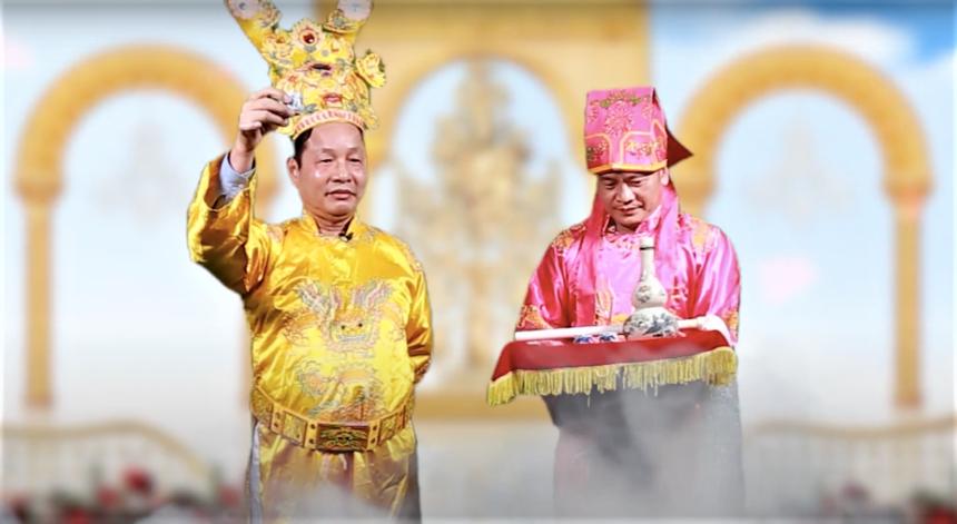 Theo đúng thông lệ, sau đó Trưởng làng ban rượu cho Tam khôi và ba người đứng đầu kỳ thi Trạng cùng mời cả làng F nâng chén mừng xuân. Ảnh: FUN