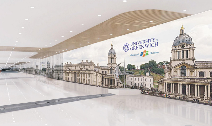 Biểu tượng kinh tuyến gốc (0 độ) - điểm bắt đầu của thế giới, chạy qua thủ đô London, Vương quốc Anh được nhà trường mô phỏng ngay tại cơ sở mới. Đây là điểm nhấn đặc biệt với hy vọng sinh viên Đại học Greenwich (Việt Nam) sẽ vững vàng trong hành trình rộng mở ra thế giới.