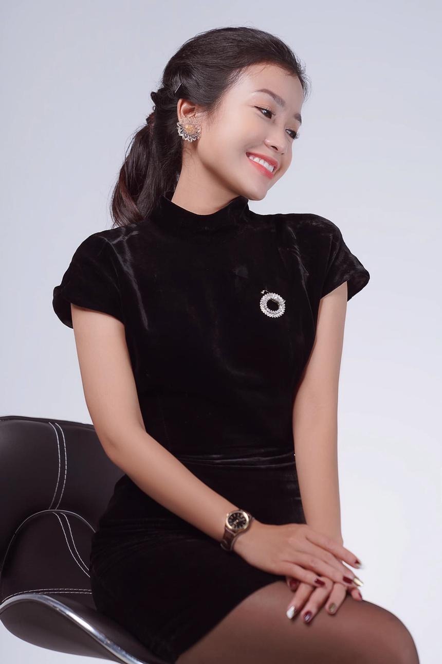 """Cô nàng cho hay, chính sự kết nối của những đồng nghiệp đã giúp Tiên hoà nhập nhanh chóng với môi trường FPT. """"Kể cả những anh, chị ở tận Hà Nội, Sài Gòn, chưa một lần gặp mặt nhưng vẫn rất nhiệt tình giúp mình trong những chương trình đầu tay""""."""