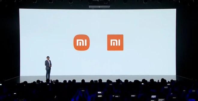 Ngày 30/3, trong buổi ra mắt dòng sản phẩm điện thoại thông minh gập màn hình, gã khổng lồ công nghệ của Trung Quốc - Xiaomi cũng đã chính thức thông báo thay đổi logo mới (trái). Dự án này thay đổi logo đã được Xiaomi khởi động từ năm 2017. Ông lớn công nghệ Trung Quốc đã thuê nhà thiểt kế Kenya HARA cùng đội ngũ với chi phí khoảng 2 triệu Nhân dân tệ (7 tỷ đồng). Sau khi công bố, logo mới của Xiaomi nhận được rất nhiều phản hồi khi có ý kiến cho rằng giữa logo mới và cũ không có mấy sự khác biệt, và tại sao Xiaomi lại bỏ ra một số tiền lớn như vậy chỉ để bo tròn các góc của logo cũ.