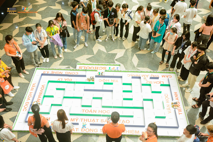 Ngày hội gồm một chuỗi các chương trình về Toán, nhằm tạo cơ hội cho đông đảo học sinh, sinh viên, phụ huynh, các nhà toán học và những nhà giáo dục cùng nhau trải nghiệm và giao lưu văn hóa Toán học.