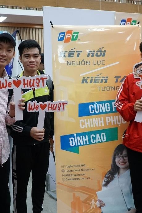 FPT cùng sinh viên Bách khoa Hà Nội mở cánh cửa tương lai tại Job Fair 2021