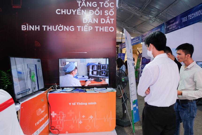 Anh Minh Tuệ, khách hàng tham quan triển lãm, cho biết các sản phẩm, giải pháp của FPT rất gần gũi với cuộc sống, trong đó có điểm chung là hướng tới phục vụ người dân, phục vụ cộng đồng.