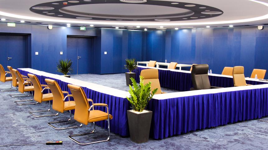"""Khu phòng họp tại F-Complex 2 được xem là nơi cực """"xịn xò"""" của toà nhà. Phòng họp mới được trang bị màn hình chiếu, hệ thống camera, đèn led và nội thất sang trọng..."""