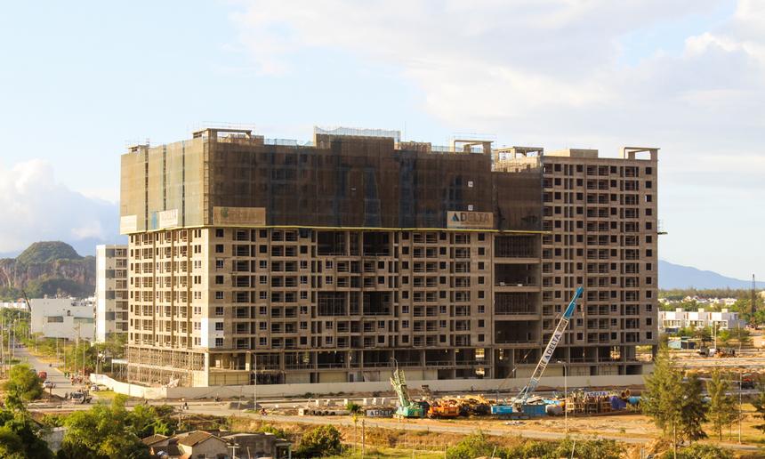 F-Complex còn nằm sát với khu căn hộ FPT Plaza, FPT School Đà Nẵng, Campus Đại học FPT... Trong đó, người F đang được hưởng chính sách ưu đãi mua nhà FPT Plaza với giá ưu đãi, giúp CBNV an cư lạc nghiệp, an tâm gắn bó với công ty.