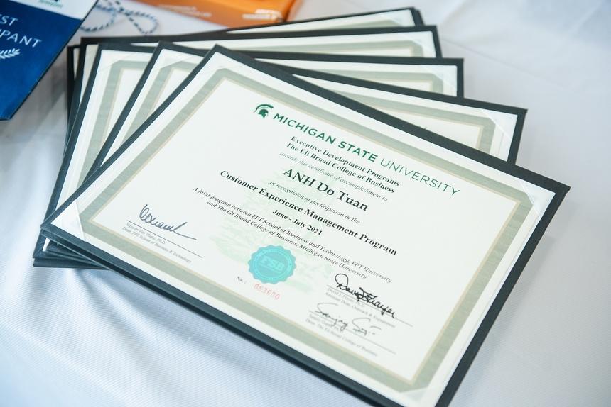100% học viên khoá 1 đã hoàn thành bài tập lớn này và được cấp chứng chỉ CXM bởi Đại học Michigan - trường kinh doanh nằm trong Top 40 trường tốt nhất Mỹ, theo US News. Đây cũng là ngôi trường có thứ hạng 105 trong bảng xếp hạng Top 1.000 trường đại học hàng đầu thế giới của Times Higher Education bình chọn.