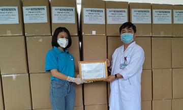 13.000 trang bị phòng hộ được Quỹ nhà F gửi tặng y bác sĩ TP HCM