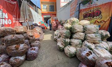 FPT Telecom miền Trung gửi 10 tấn rau củ đến đồng nghiệp TP HCM