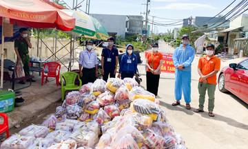 FPT DPS hỗ trợ thực phẩm giúp công nhân khu phong toả Đà Nẵng