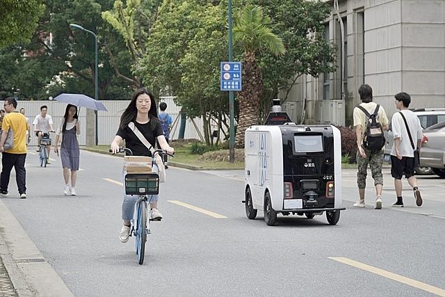 cainiao-driverless-car-xiaoman-4733-3542