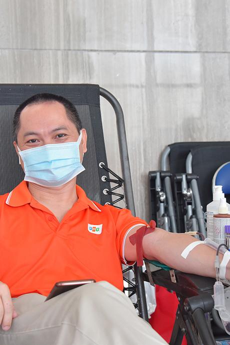 Hơn 800 người F tham gia hiến máu cứu người giữa mùa dịch