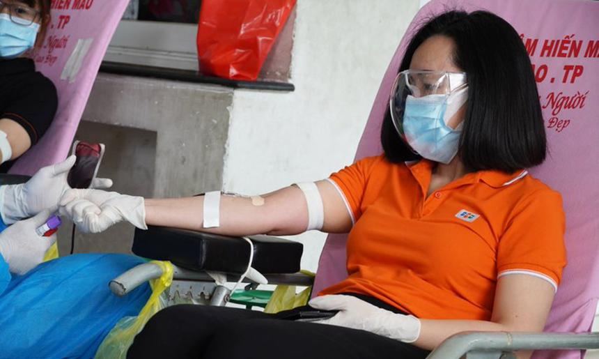 <p> Chủ tịch FPT Retail Nguyễn Bạch Điệp. Theo Ban tổ chức, nhà Bán lẻ đang có lượng nhân viên đăng ký hiến máu trong Top 3 đơn vị thuộc FPT phía Nam, sau FPT Telecom và FPT Software.</p>