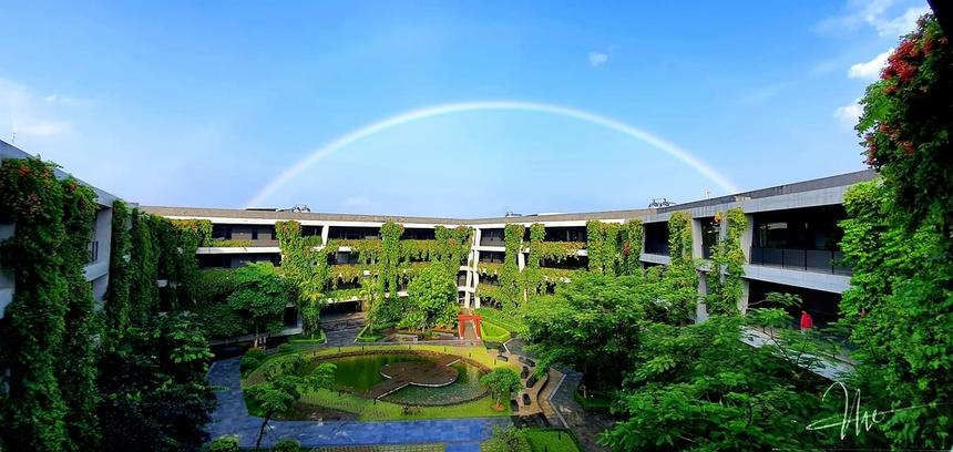 """<p> """"Cầu vồng sau mưa"""" trong bức ảnh anh Trần Ngọc Tú chụp tại F-Ville 2 (Hòa Lạc, Hà Nội).</p>"""