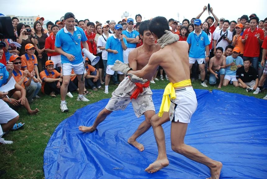 """<p> Hội thao 2007 - một trong vô vàn khoảnh khắc được nhiếp ảnh gia mệnh danh """"Kho ảnh FPT"""" Nguyễn Lê Hoàng ghi lại.</p>"""